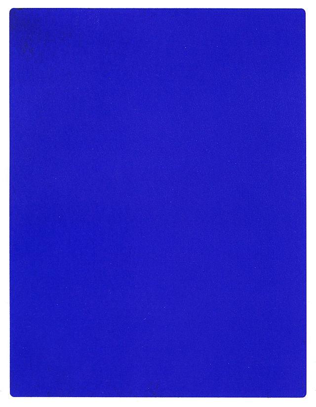 Yves Klein – artysta, który wynalazł kolor i malował nagimi modelkami [+18]